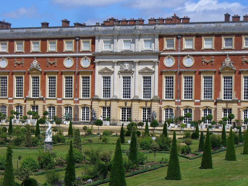Serviced accommodation near Hampton Court Palace
